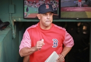 Alex Cora rompe récords latinos