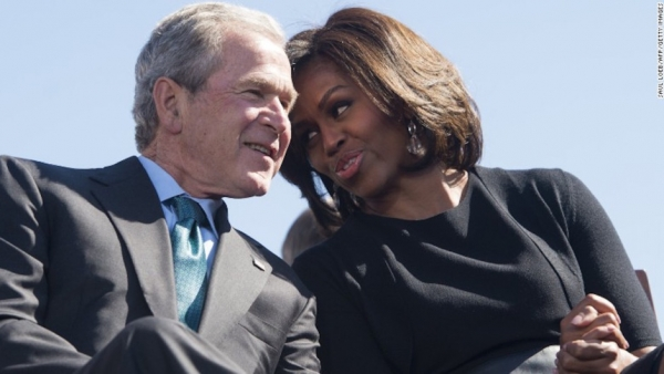 La improbable amistad entre Michelle Obama y George W. Bush