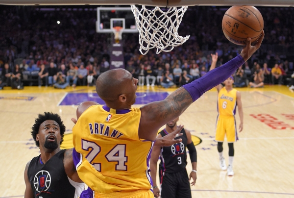 Lleno total Lakers de Kobe una advertencia